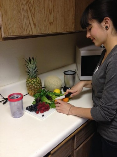 Student Alison Ramirez making healthy smoothies Photo by: Erica Ramirez